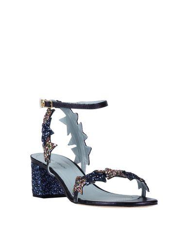 Фото 2 - Женские сандали CHIARA FERRAGNI темно-синего цвета