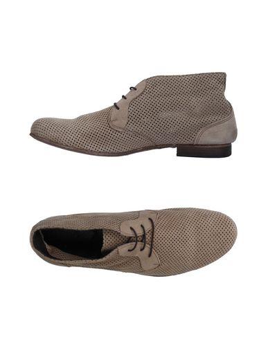 Купить Обувь на шнурках от GUIDI бежевого цвета