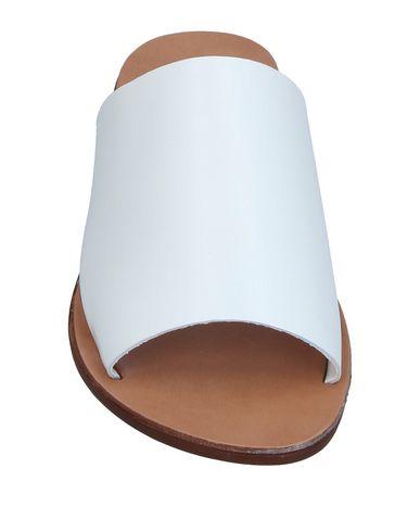 Фото 2 - Женские сандали STEVE MADDEN белого цвета