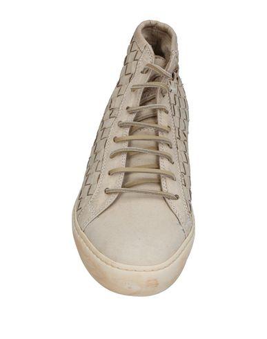 Фото 2 - Высокие кеды и кроссовки бежевого цвета