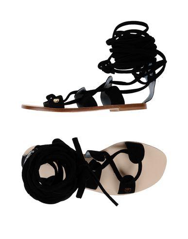 Фото - Женские сандали CHIARA FERRAGNI черного цвета