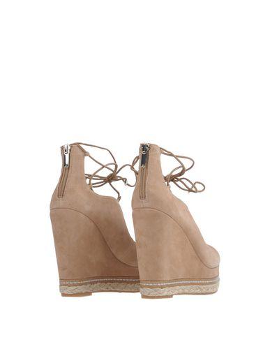 Фото 2 - Женские сандали  бежевого цвета