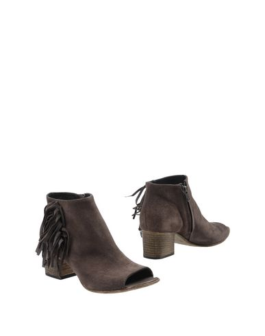 Фото - Полусапоги и высокие ботинки от LEMARÉ свинцово-серого цвета