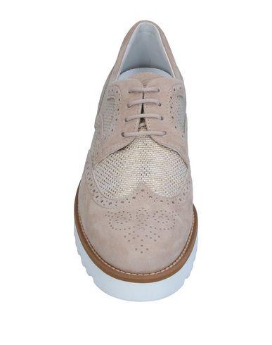 Фото 2 - Обувь на шнурках бежевого цвета
