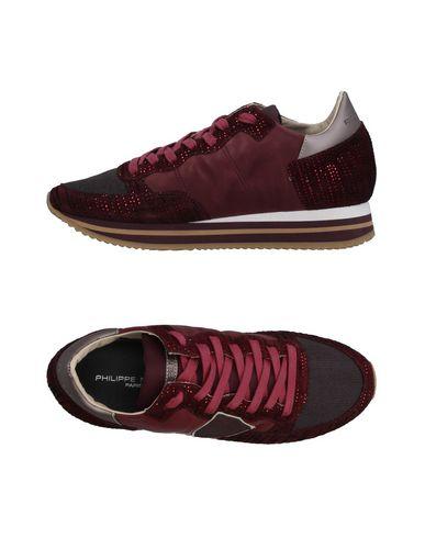 Фото - Низкие кеды и кроссовки от PHILIPPE MODEL красно-коричневого цвета