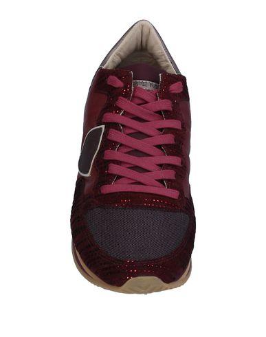 Фото 2 - Низкие кеды и кроссовки от PHILIPPE MODEL красно-коричневого цвета