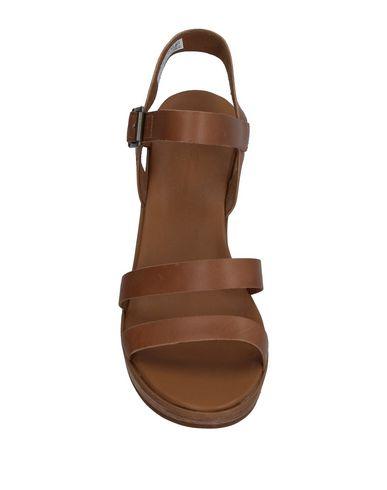 Фото 2 - Женские сандали  цвета хаки