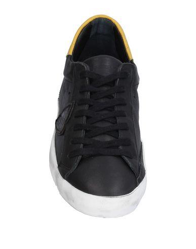 Фото 2 - Низкие кеды и кроссовки от PHILIPPE MODEL черного цвета