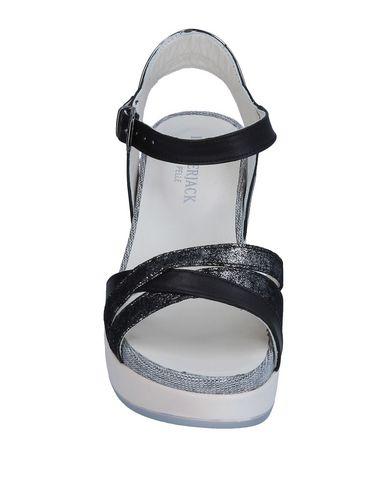 Фото 2 - Женские сандали LUMBERJACK черного цвета