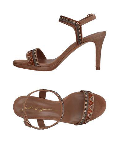 Фото - Женские сандали  цвет песочный