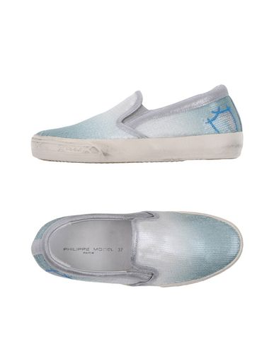 Фото - Низкие кеды и кроссовки от PHILIPPE MODEL небесно-голубого цвета
