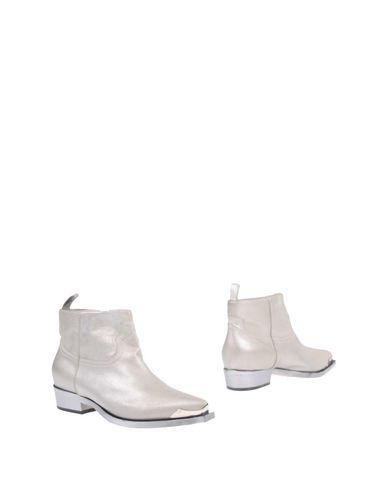 Фото - Полусапоги и высокие ботинки от PHILIPPE MODEL цвет платиновый