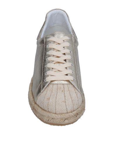 Фото 2 - Низкие кеды и кроссовки от BIBI LOU золотистого цвета