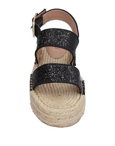 Фото 2 - Женские сандали BIBI LOU черного цвета