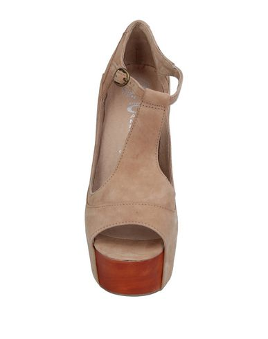 Фото 2 - Женские сандали JEFFREY CAMPBELL цвет песочный