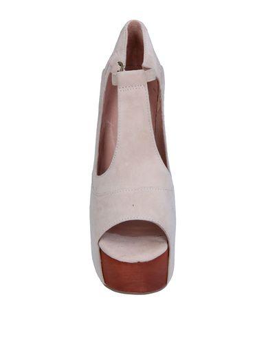 Фото 2 - Женские сандали JEFFREY CAMPBELL бежевого цвета