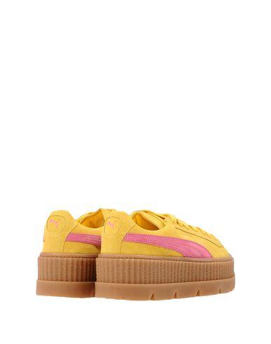 Фото 2 - Низкие кеды и кроссовки от FENTY PUMA by RIHANNA желтого цвета