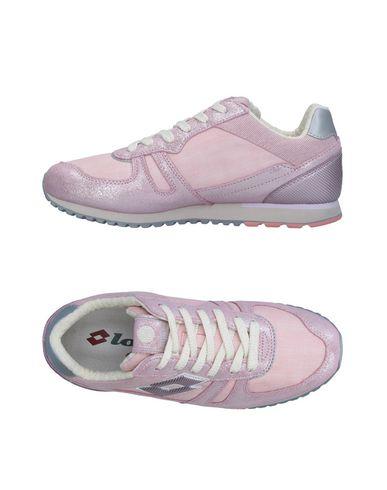 Фото - Низкие кеды и кроссовки от LOTTO LEGGENDA светло-розового цвета
