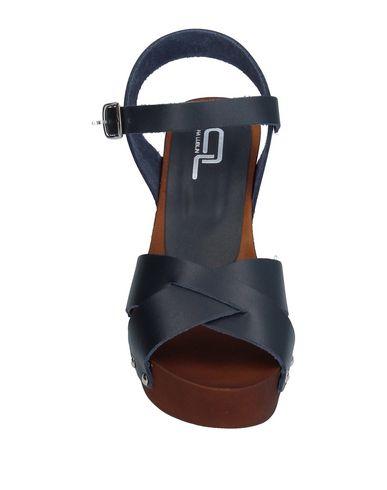 Фото 2 - Женские сандали ANA LUBLIN темно-синего цвета