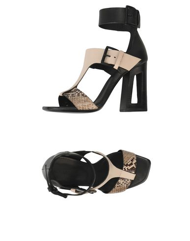 Фото - Женские сандали VIC MATIĒ светло-серого цвета