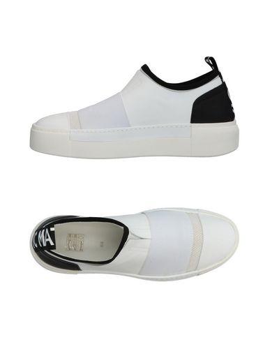 Купить Низкие кеды и кроссовки от VIC MATIĒ белого цвета