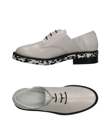 Фото - Обувь на шнурках от VIC MATIĒ светло-серого цвета