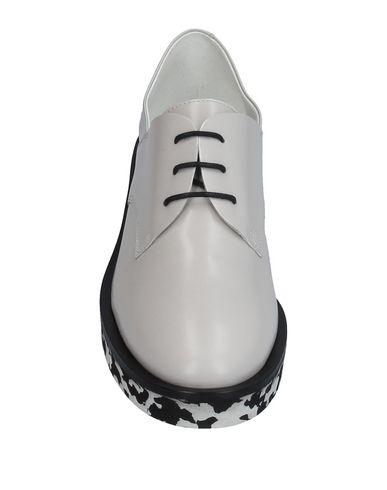 Фото 2 - Обувь на шнурках от VIC MATIĒ светло-серого цвета