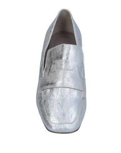 Фото 2 - Женские мокасины VIC MATIĒ серебристого цвета
