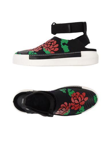Фото - Низкие кеды и кроссовки от VIC MATIĒ черного цвета