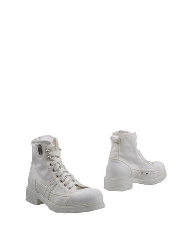 Фото - Полусапоги и высокие ботинки от O.X.S. белого цвета