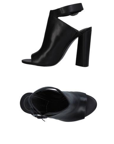 Купить Женские сандали KENDALL + KYLIE черного цвета