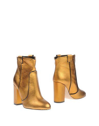 Фото - Полусапоги и высокие ботинки золотистого цвета