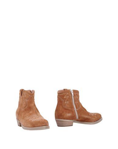 Фото - Полусапоги и высокие ботинки от LIFE желто-коричневого цвета