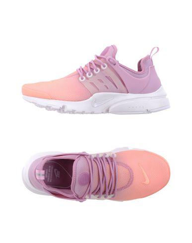 Купить Низкие кеды и кроссовки лососево-розового цвета