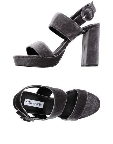 Фото - Женские сандали STEVE MADDEN серого цвета