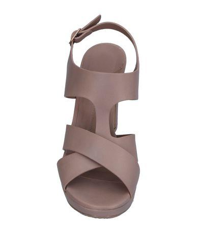 Фото 2 - Женские сандали AUDLEY цвет голубиный серый