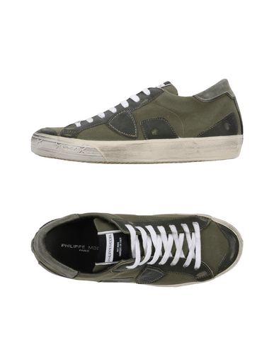 Фото - Низкие кеды и кроссовки от PHILIPPE MODEL цвет зеленый-милитари