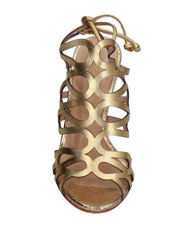 Фото 2 - Женские сандали CARTECHINI золотистого цвета