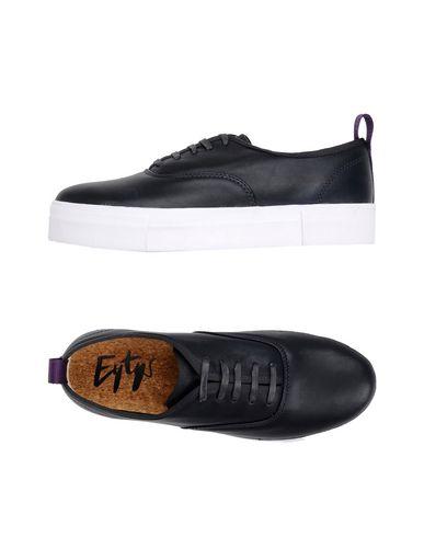 Фото - Низкие кеды и кроссовки от EYTYS черного цвета