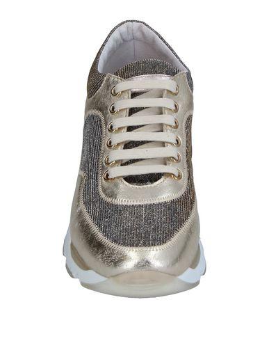 Фото 2 - Низкие кеды и кроссовки от STOKTON золотистого цвета