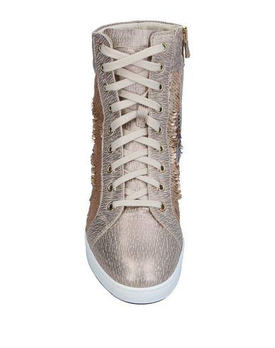 Фото 2 - Высокие кеды и кроссовки от STOKTON золотистого цвета