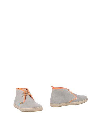 Фото - Полусапоги и высокие ботинки от STOKTON светло-серого цвета