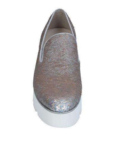 Фото 2 - Женские мокасины  серебристого цвета