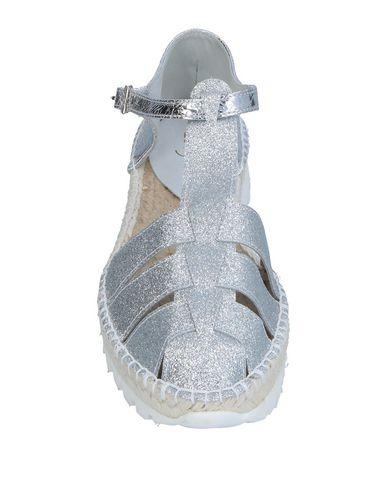 Фото 2 - Женские сандали LAGOA серебристого цвета