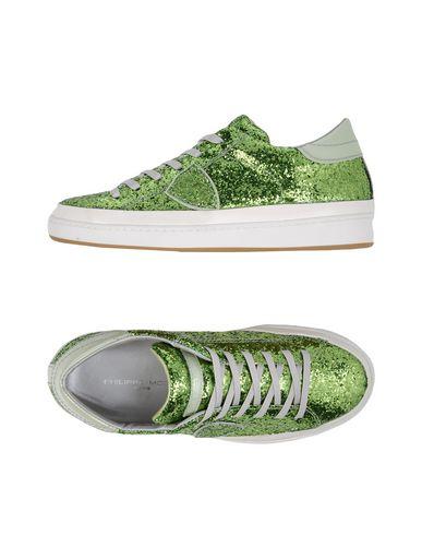 Фото - Низкие кеды и кроссовки от PHILIPPE MODEL светло-зеленого цвета