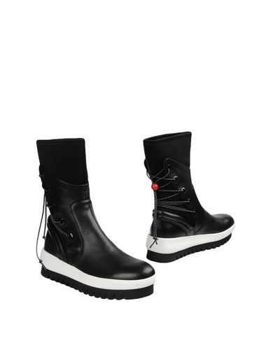 Фото - Полусапоги и высокие ботинки от CLONE черного цвета