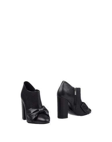 Фото - Женские ботинки и полуботинки MOROBĒ черного цвета