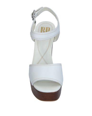 Фото 2 - Женские сандали BP ZONE белого цвета