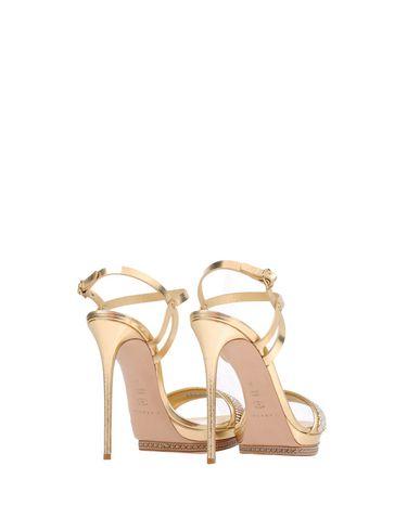 Фото 2 - Женские сандали  золотистого цвета