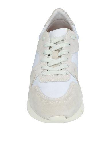 Фото 2 - Низкие кеды и кроссовки от MARITAN G белого цвета